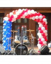 Show your patriotism with this American Flag Balloon Arch! Perfect for concerts, bar b ques or cookouts.